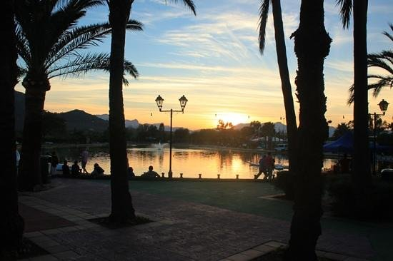 Club MAC Alcudia: Sunset at the lake