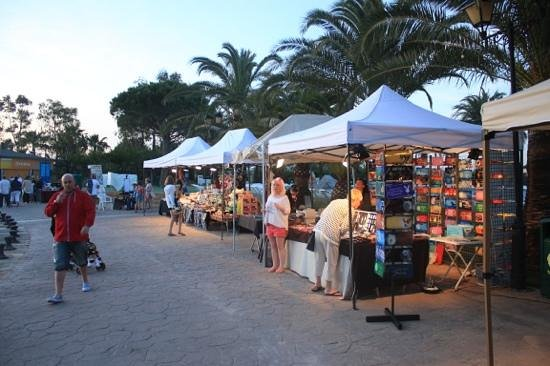 Club MAC Alcudia: Market Stalls by the lake