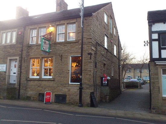 Holmfirth, UK : getlstd_property_photo