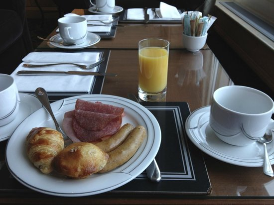 Fairmont Vancouver Airport: Breakfast in lounge