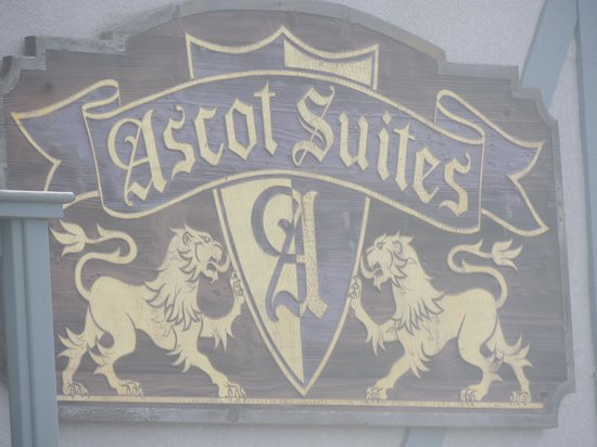 Ascot Suites: Picture of the sign