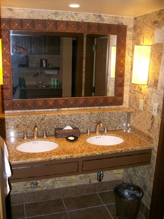 Disney's Animal Kingdom Lodge: another view of master bathroom