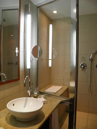 Spata, Grekland: Sofitel Athens Airport, our bathroom