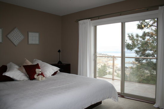 West Kelowna, Canada: Our Panorama Room does indeed have a panoramic view.