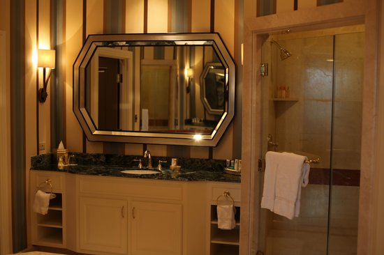 Venetian Resort Hotel Casino: Bathroom of Prima Suite