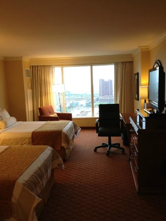 Baltimore Marriott Waterfront: Room 2717 w Harbor View