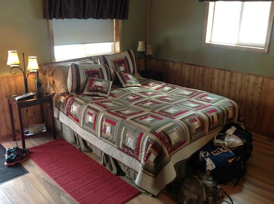 Talkeetna Chalet Bed & Breakfast: Bed