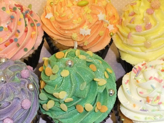 Abergavenny, UK: range of our fabulous cupcakes!