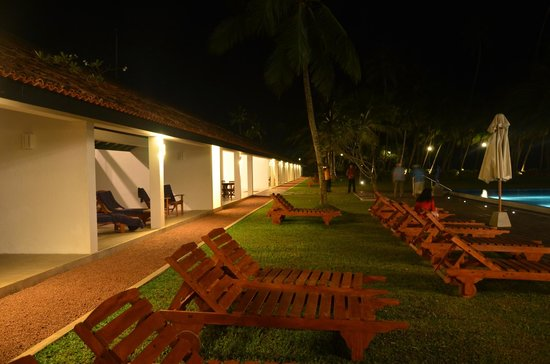 Avani Bentota Resort & Spa: Lawn