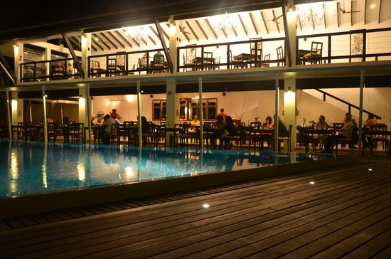 Avani Bentota Resort & Spa: Pool and the restaurant