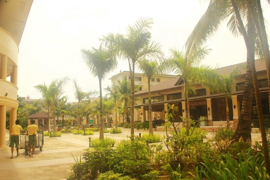 Boracay Garden Resort: trees and more trees :)
