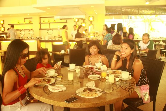 Boracay Garden Resort: breakfast buffet at Garden cafe