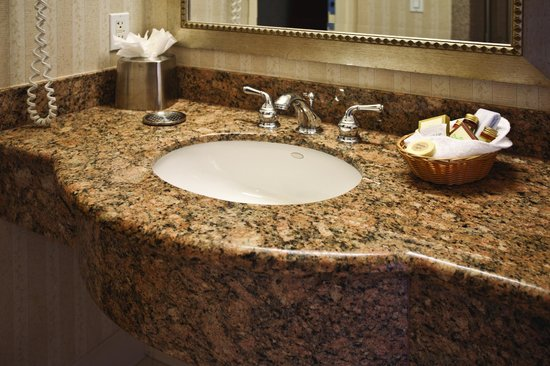 Bay Landing Hotel: Bathroom sink