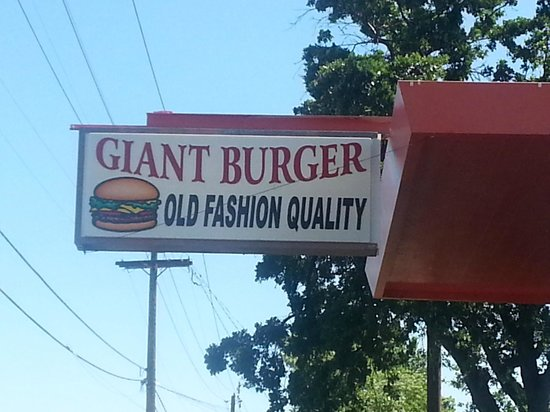 Redding, Californië: Sign for Giant Burger