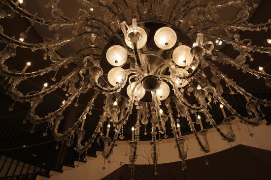 Charleston Place by Orient-Express: Chandeliers