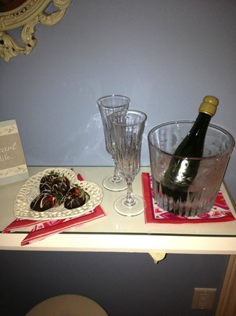 Bancroft, Canada: Champagne and Strawberries