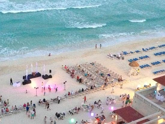 Crown Paradise Club Cancun: the beach party and BBQ!