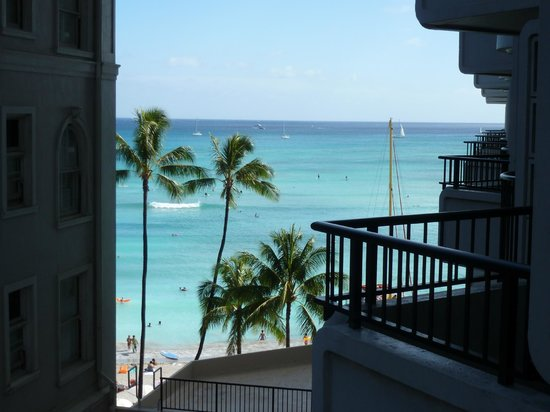 Moana Surfrider, A Westin Resort & Spa: 1ST BALCONY VIEW