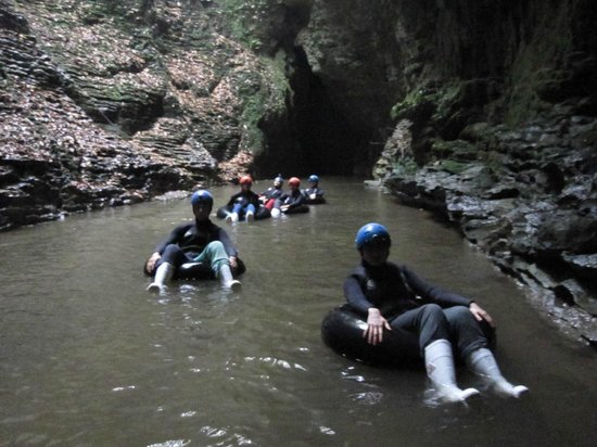 ‪‪Waitomo Caves‬, نيوزيلندا: black water rafting‬