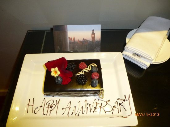 Park Plaza Westminster Bridge London: Anniversary cake