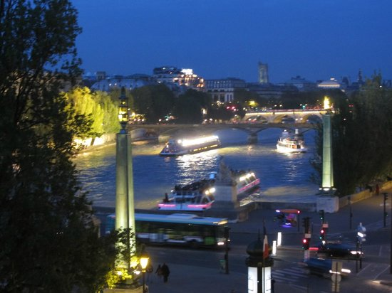 Hotel du Quai-Voltaire: View at night - WOW!
