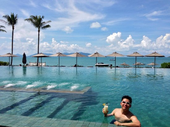 Hansar Samui Resort: Breathtaking view of Infinity Salt-water Pool