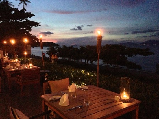 Hansar Samui Resort: Dinner View & Settnig @ H-Bistro