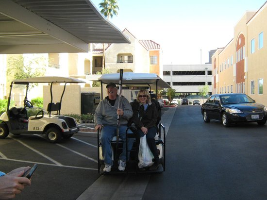 Holiday Inn Club Vacations Las Vegas - Desert Club Resort: cart service