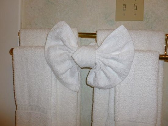 The Horton Grand Hotel and Suites: Towels a la cruise lines!