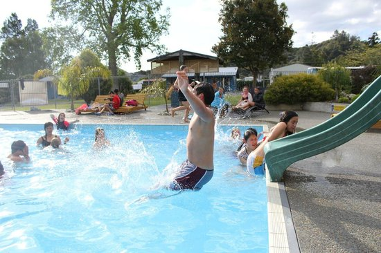 Coromandel TOP 10 Holiday Park: Heated Swimming Pool & Slide