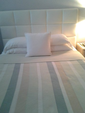 15 FTL Guesthouse: One of two beds in the rooom