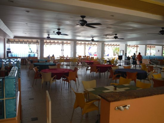 Holiday Inn SunSpree Resort Montego Bay: Buffet area