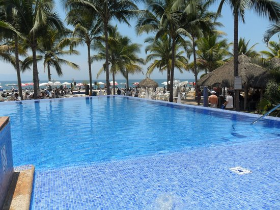Friendly Vallarta Resort: Infinity pool