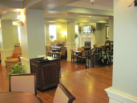 Hampton Inn Charleston - Historic District: Lobby and breakfast area