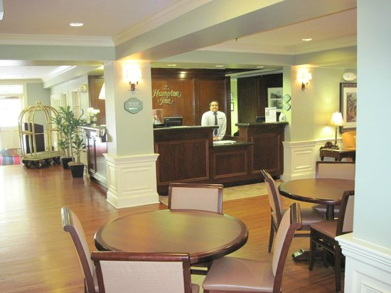 Hampton Inn Charleston - Historic District: Check-In and reception area