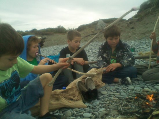 Wanganui, New Zealand: Kids fire on the beach