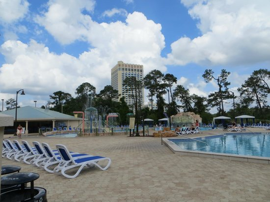 Wyndham Lake Buena Vista : Pools, great lay-out with water-park theme for the kids!