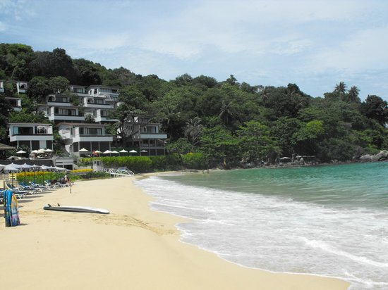 Katathani Phuket Beach Resort: Kata noi beach looking South