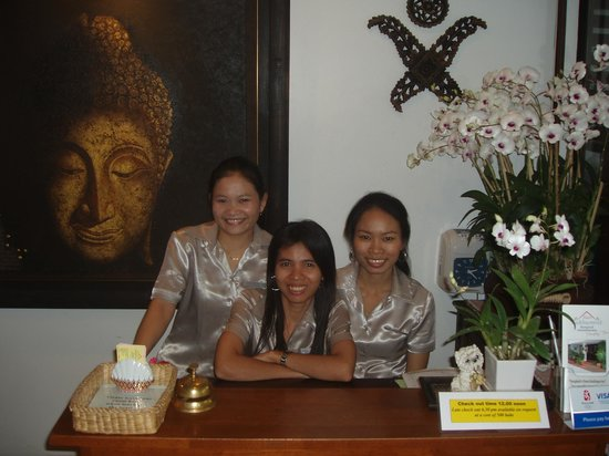 Baan Sukhumvit Inn Soi 20: Our staff waiting to welcome you with that famous Thai smile.