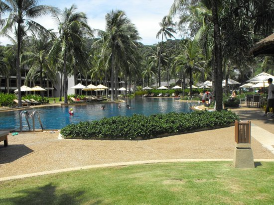 Katathani Phuket Beach Resort: 1 of the Katathani pools