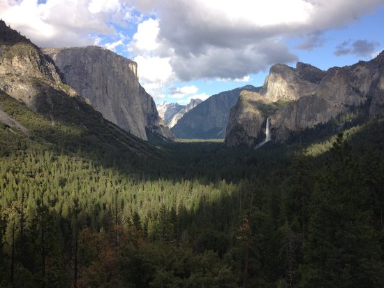 Yosemite Lodge At The Falls: Spectacular scenery at Yosemite