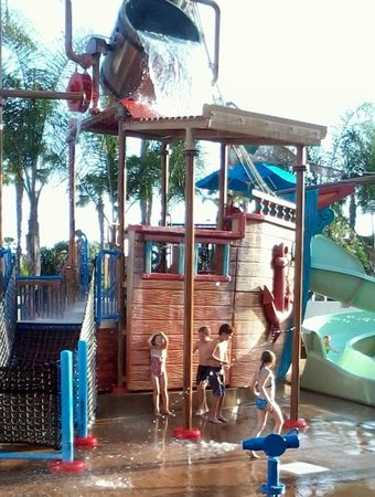 Howard Johnson Anaheim Hotel and Water Playground: Great fun for the kids.