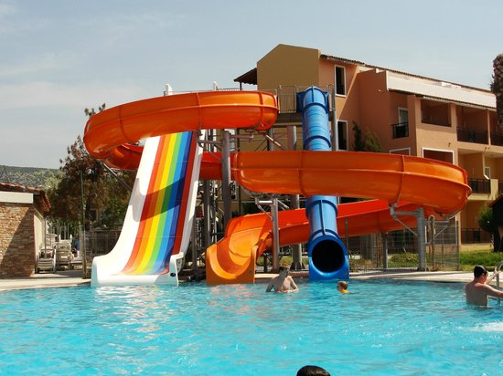 Toboggan piscine picture of ephesia holiday beach club kusadasi tripadvisor - Piscine gonflable avec toboggan pau ...