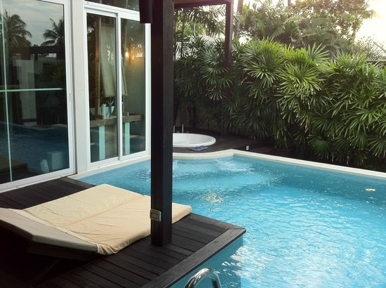 Aleenta Resort & Spa Phuket Phangnga: jacuzzi and pool