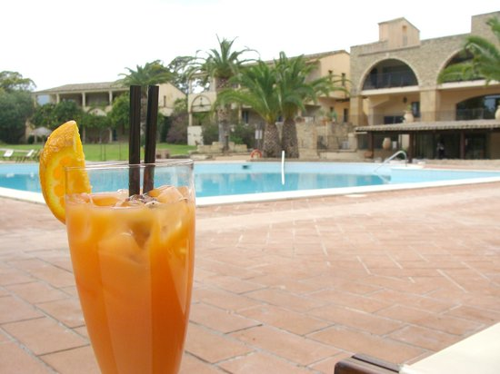 Hotel Costa dei Fiori: After a tough day exploring, unwind by the pool with a cocktail!
