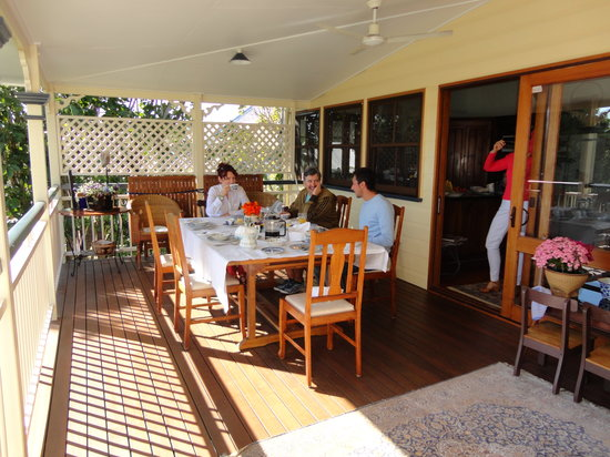 Aynsley Bed and Breakfast: breakfast on the terrace