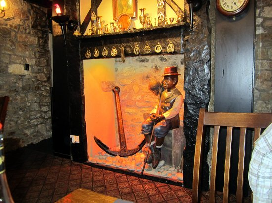 Caernarfon, UK: A fireplace with a difference in the Restaurant!