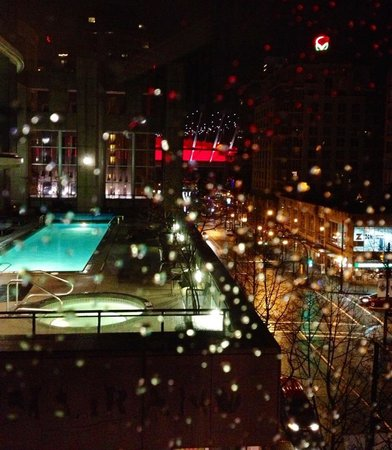 L'Hermitage Hotel: Colorful, lively night view from room 557.