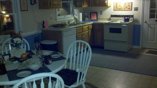 Blacksburg, VA: Kitchen and dining area outside of our room