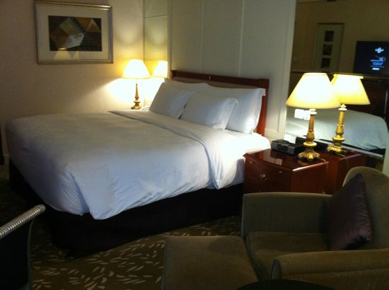 The Langham Hongkong: King size bed